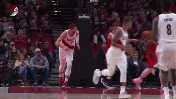 Lillard Dishes To Nurkić For A Smooth Layup