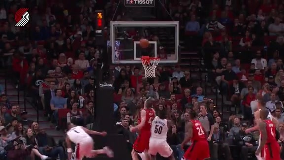 Turner Works Through Traffic For A Tough Bucket