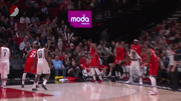 Harkless Denies A Corner Three