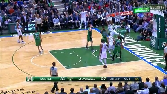You Have to Hear Gus Johnson Call This Giannis Slam