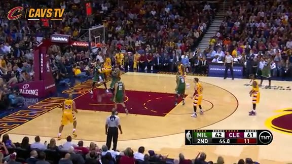 Thompson Powers Up for the Dunk - November 19, 2015