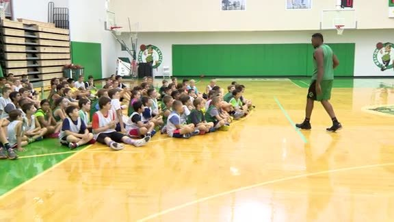 Powe Visits Celtics Campers