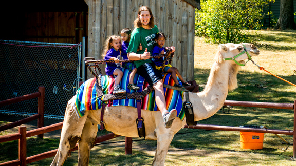 Olynyk Visits Zoo With Horizons Kids