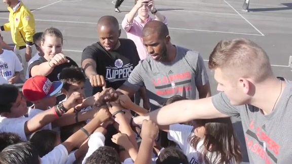 Clippers in the Community: Players Spend Time Giving Back