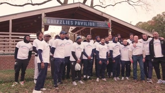 Grizzlies Thanksgiving community garden harvest