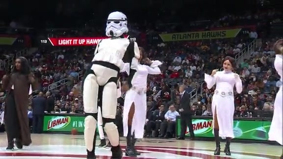 Cheerleaders Dance To Star Wars Theme