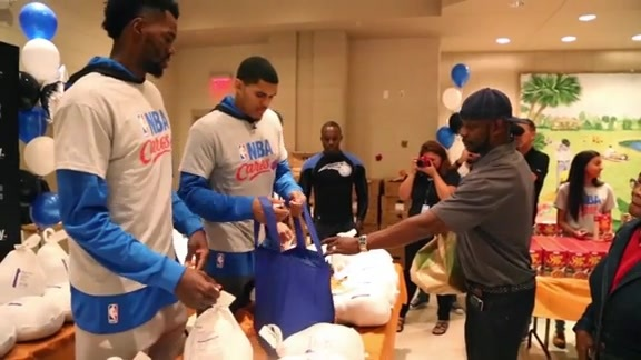 Harris, Dedmon Help Distribute Thanksgiving Meals
