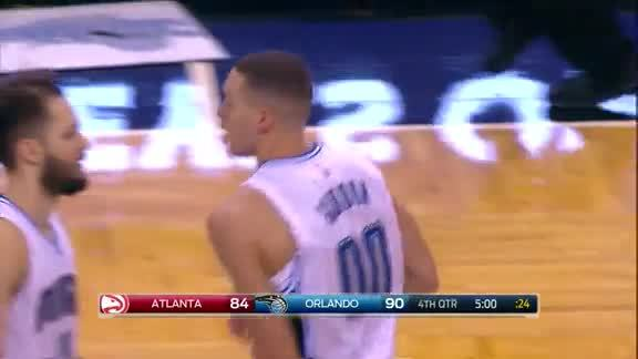 Aaron Gordon Two-Handed Slam vs Hawks
