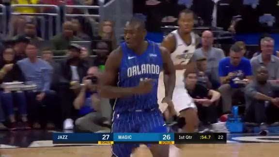 Play of the Day: Biz Cleans The Glass