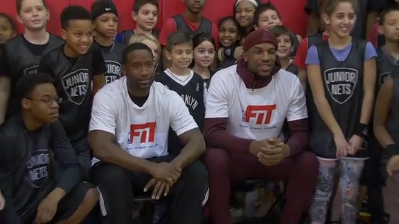 Sloan and Robinson Host Basketball Clinic for NBA FIT Week