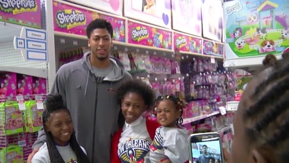 Ryan Anderson, Anthony Davis team up for shopping spree