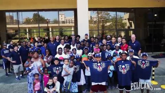 Pelicans players and coaches volunteer in Baton Rouge