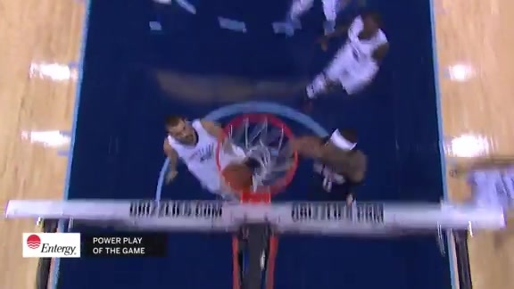 DeMarcus Cousins drives and dunks