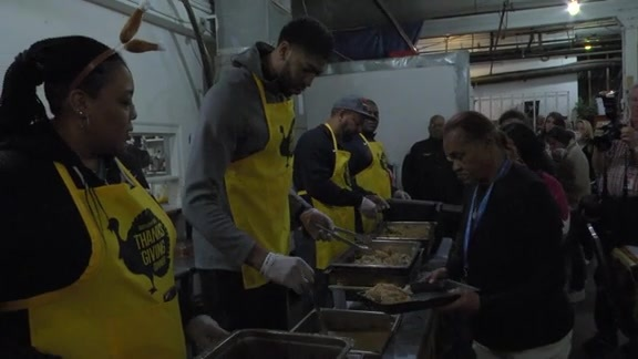 Anthony Davis Hosts 5th Annual Thanksgiving Dinner