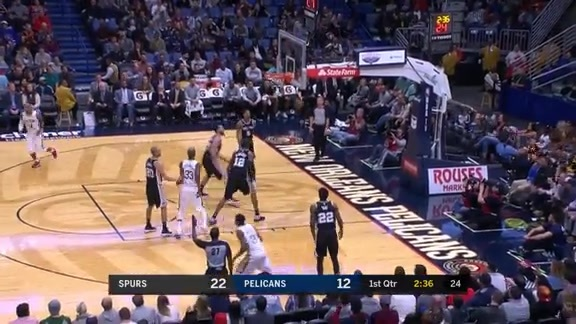 Darius Miller hits back to back threes