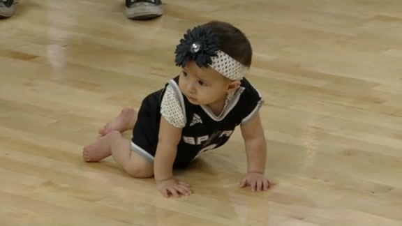 Baby Races on the Spurs Court