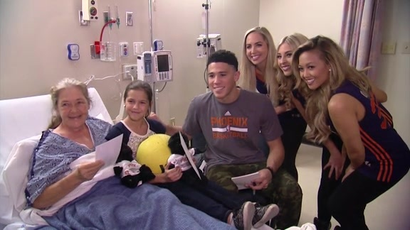 Suns Visit St. Luke's Medical Center