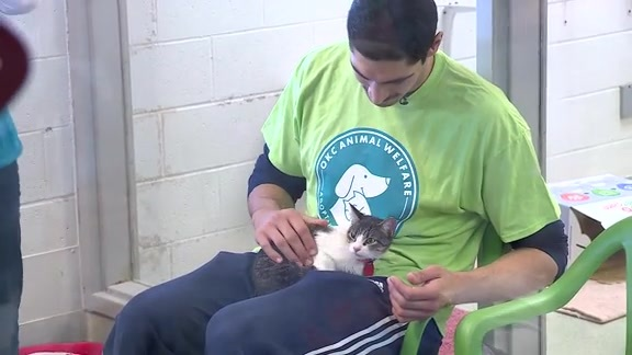 Kanter Visits Animal Shelter