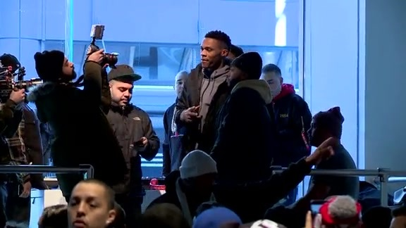 Durant, Westbrook Out in Toronto to Greet Fans