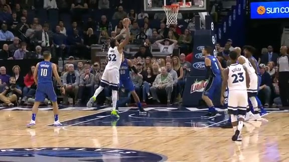 Towns Drives For The Dunk