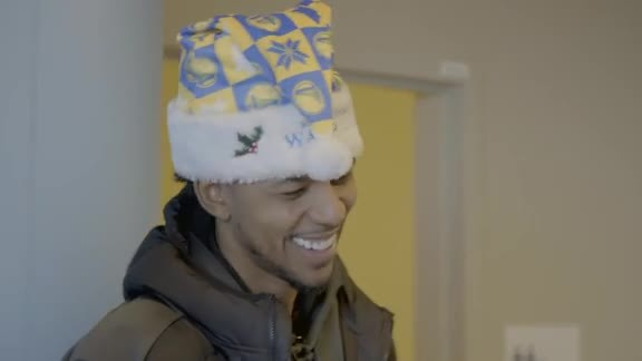 Nick Young Visits Pediatric Patients at Kaiser Permanente