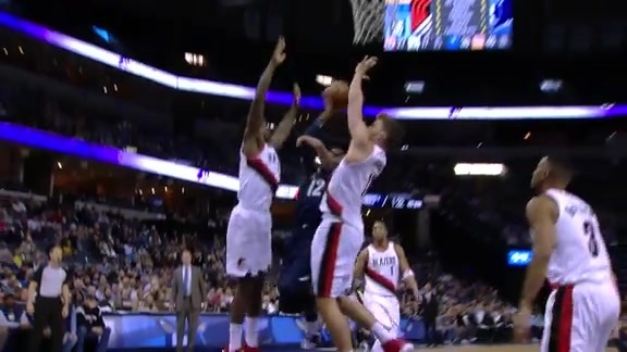 Tyreke goes up strong