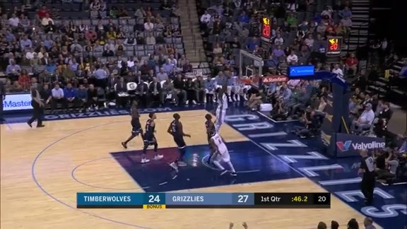 Green throws it down in transition