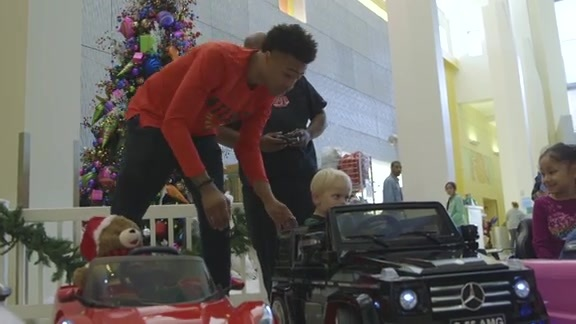 Hawks Players Give Back To Community Over The Holidays
