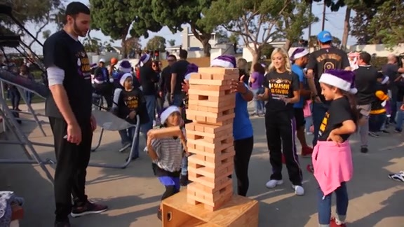 Lakers Holiday Party for Kids 2017