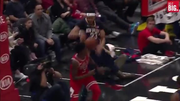 Anthony Davis with the Play of the Game
