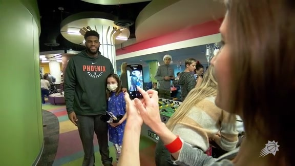 The Phoenix Suns Visit Phoenix Children's Hospital