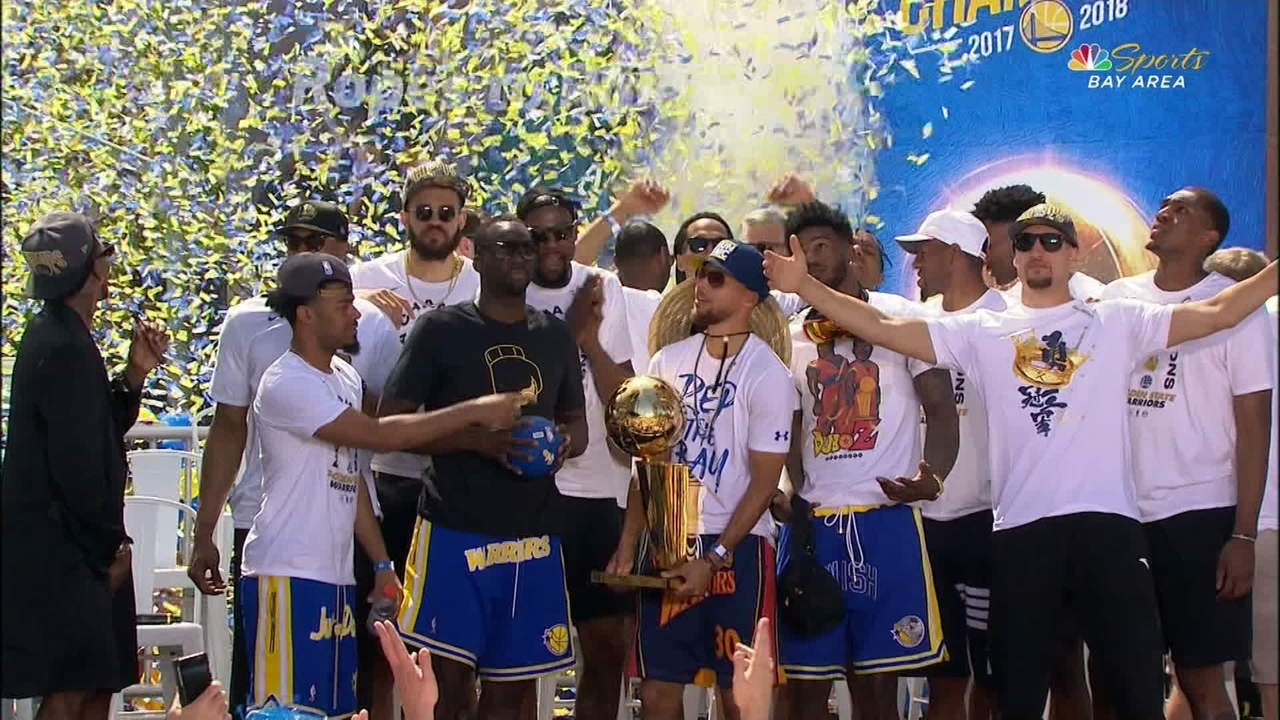Warriors Pose with Larry O'Brien Trophy